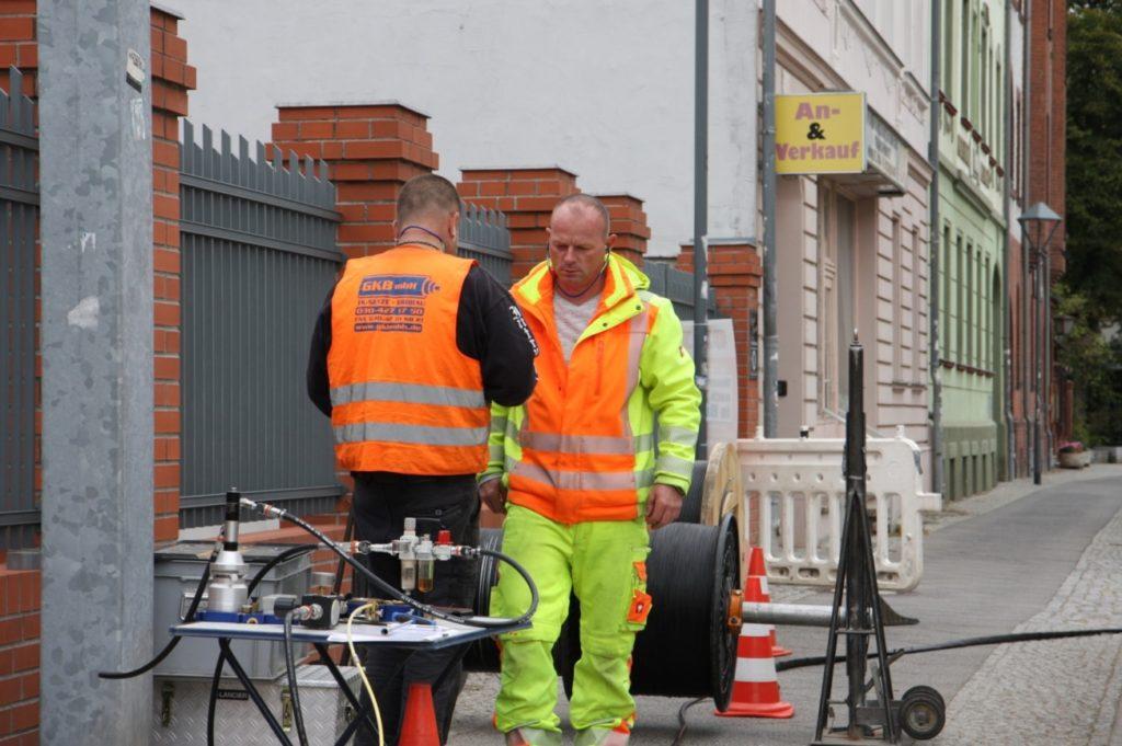 Bauablauf-Besprechung der GKB-Mitarbeiter am luftgestützten Kabelzug