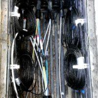Belegter Kabelzugschacht mit Kabelreserven